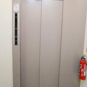 パレドール日本橋のエレベーターホール、エレベーター内
