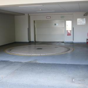 グランディ市谷柳町の駐車場