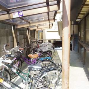 中野ハイネスコーポの駐輪場