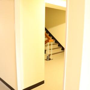 牛込ハイマンション(11階,)のフロア廊下(エレベーター降りてからお部屋まで)