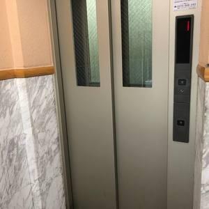 セザール第2中野のエレベーターホール、エレベーター内