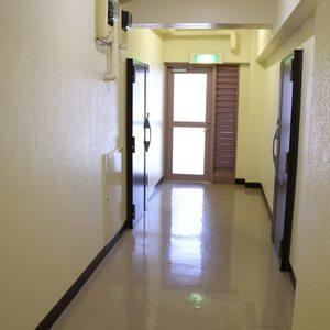 牛込ハイム(14階,)のフロア廊下(エレベーター降りてからお部屋まで)