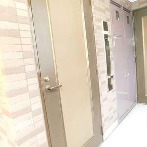 菱和パレス池袋(2階,3580万円)のフロア廊下(エレベーター降りてからお部屋まで)