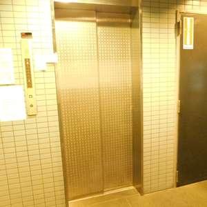 藤和シティコア池袋のエレベーターホール、エレベーター内