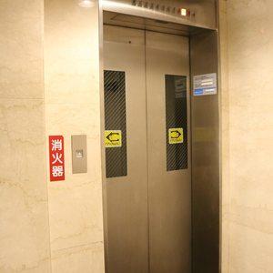 シティハイツ根津のエレベーターホール、エレベーター内