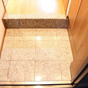 シーアイマンション根津弥生坂(2階,3080万円)のお部屋の玄関