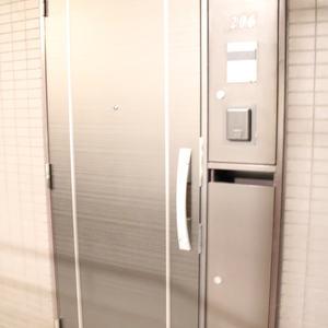 シーアイマンション根津弥生坂(2階,3080万円)のフロア廊下(エレベーター降りてからお部屋まで)