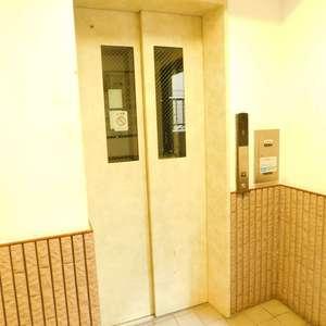 レクセルマンション要町のエレベーターホール、エレベーター内