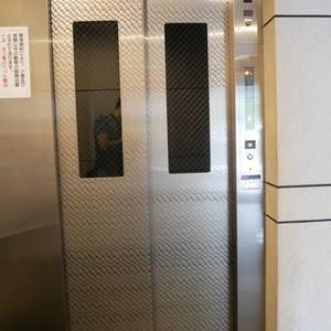 ダイアパレス元浅草ブライトスクエアのエレベーターホール、エレベーター内
