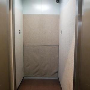 プリムローズ浅草ウエストのエレベーターホール、エレベーター内