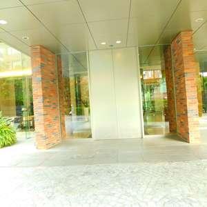目白ガーデンヒルズC棟のマンションの入口・エントランス