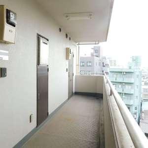 コスモ上池袋(7階,)のフロア廊下(エレベーター降りてからお部屋まで)