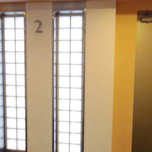 フィールM西新宿のエレベーターホール、エレベーター内
