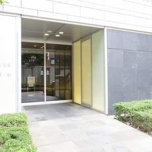 シティタワー新宿新都心のマンションの入口・エントランス