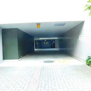 グランドメゾン目黒南の駐車場