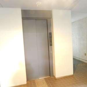 グランドメゾン目黒南のエレベーターホール、エレベーター内