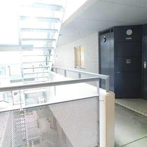 グランドメゾン目黒南(4階,)のフロア廊下(エレベーター降りてからお部屋まで)