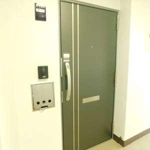マンション雅叙苑5号館(7階,)のフロア廊下(エレベーター降りてからお部屋まで)
