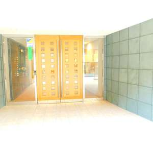 クレッセント目黒花房山のマンションの入口・エントランス