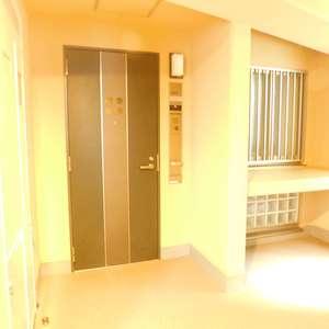 クレッセント目黒花房山(2階,)のフロア廊下(エレベーター降りてからお部屋まで)