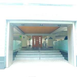 ニチメン目白ハイツのマンションの入口・エントランス