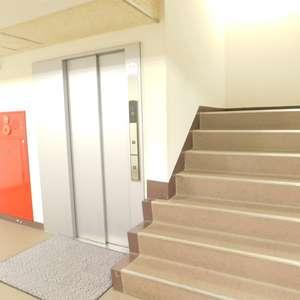ニチメン目白ハイツのエレベーターホール、エレベーター内