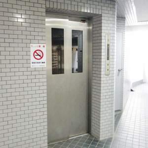 藤和シティコープ中野のエレベーターホール、エレベーター内
