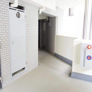 藤和シティコープ中野(4階,2780万円)のフロア廊下(エレベーター降りてからお部屋まで)