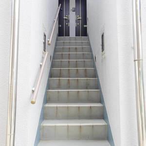ベルハイム中野(2階,)のフロア廊下(エレベーター降りてからお部屋まで)