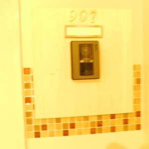 音羽ハウス(9階,)のフロア廊下(エレベーター降りてからお部屋まで)