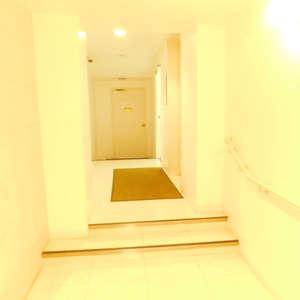 音羽ハウスのエレベーターホール、エレベーター内