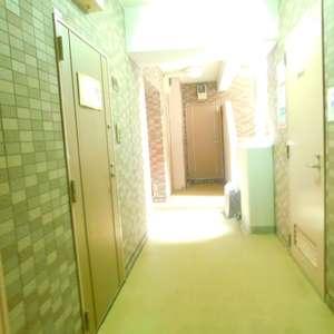 セントパレス池袋のエレベーターホール、エレベーター内