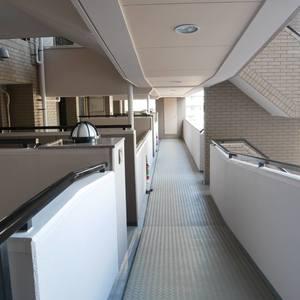 藤和菊川ホームズ(5階,)のフロア廊下(エレベーター降りてからお部屋まで)