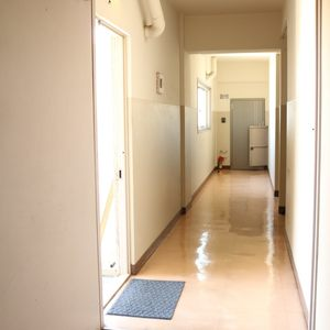牛込中央マンション(5階,)のフロア廊下(エレベーター降りてからお部屋まで)