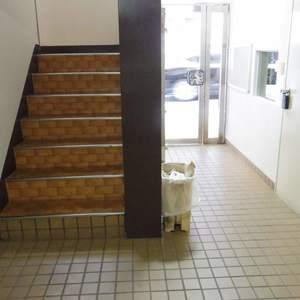 ライオンズマンション中野坂上(3階,)のフロア廊下(エレベーター降りてからお部屋まで)