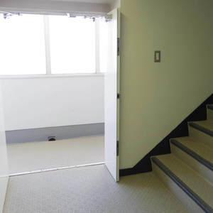 宮園キャピタルマンション(8階,3490万円)のフロア廊下(エレベーター降りてからお部屋まで)