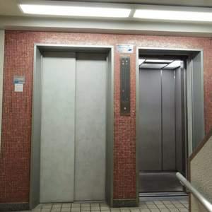 宮園キャピタルマンションのエレベーターホール、エレベーター内