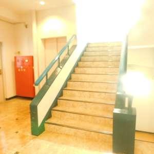 セレクトガーデン池袋のエレベーターホール、エレベーター内