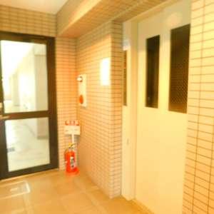 グランシャリオ神楽坂のエレベーターホール、エレベーター内