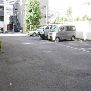 菊川パークホームズの駐車場