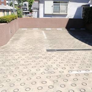 ムサシノコート早稲田の駐車場