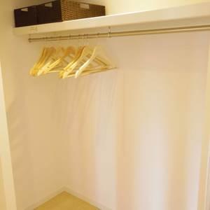 東中野台ローヤルコーポ(4階,2499万円)のウォークインクローゼット