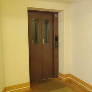 ヴェルビュ沼袋のエレベーターホール、エレベーター内