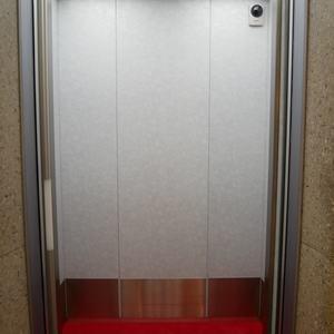 秀和築地レジデンスのエレベーターホール、エレベーター内