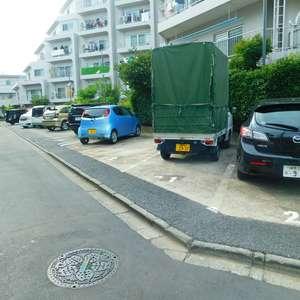 戸山マンションの駐車場