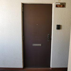 築地ハイツ(8階,)のフロア廊下(エレベーター降りてからお部屋まで)