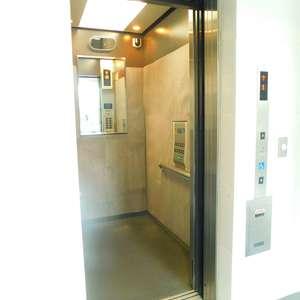 リビオレゾン目白通りのエレベーターホール、エレベーター内