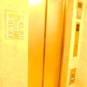 シティインデックス池袋のエレベーターホール、エレベーター内