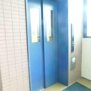 サンクレイドルレヴィール池袋のエレベーターホール、エレベーター内