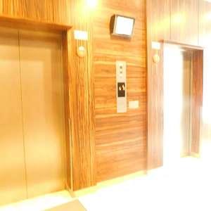 パークタワー池袋イーストプレイスのエレベーターホール、エレベーター内